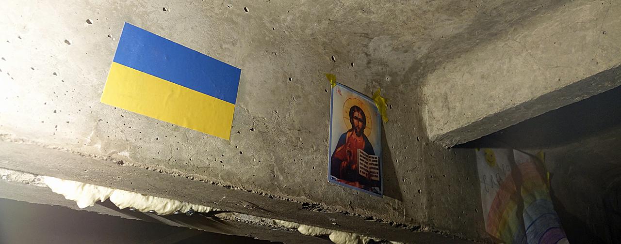 Symbolika religijna do spółki z państwową. Schron w okolicy Popasne/fot. (wszystkie) Marcin Ogdowski