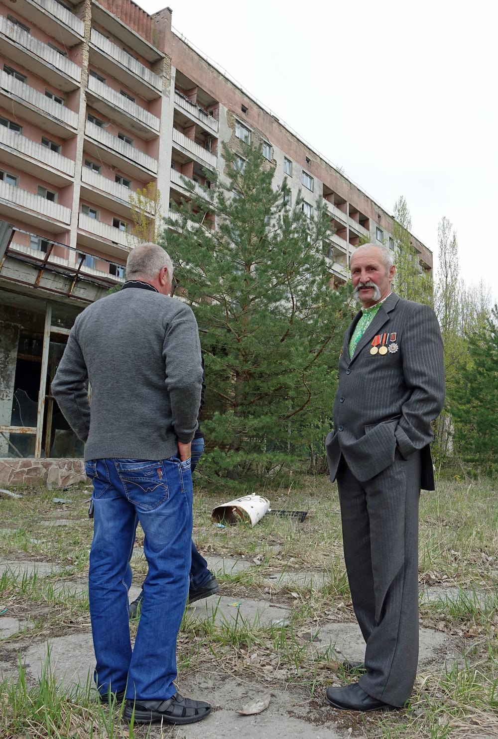 Wasylij, strażak z Czarnobyla. W przededniu obchodów 30. rocznicy katastrofy przyjechał do Prypeci, opuszczonego miasta, zamieszkałego niegdyś przez pracowników elektrowni.