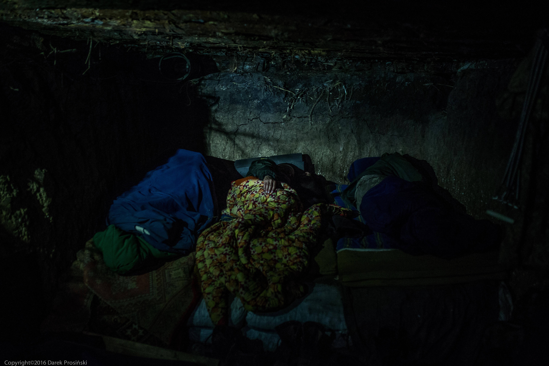 Noc w ziemiance - pozycje wojsk ukraińskich w okolicach Mariupola/fot. Darek Prosiński