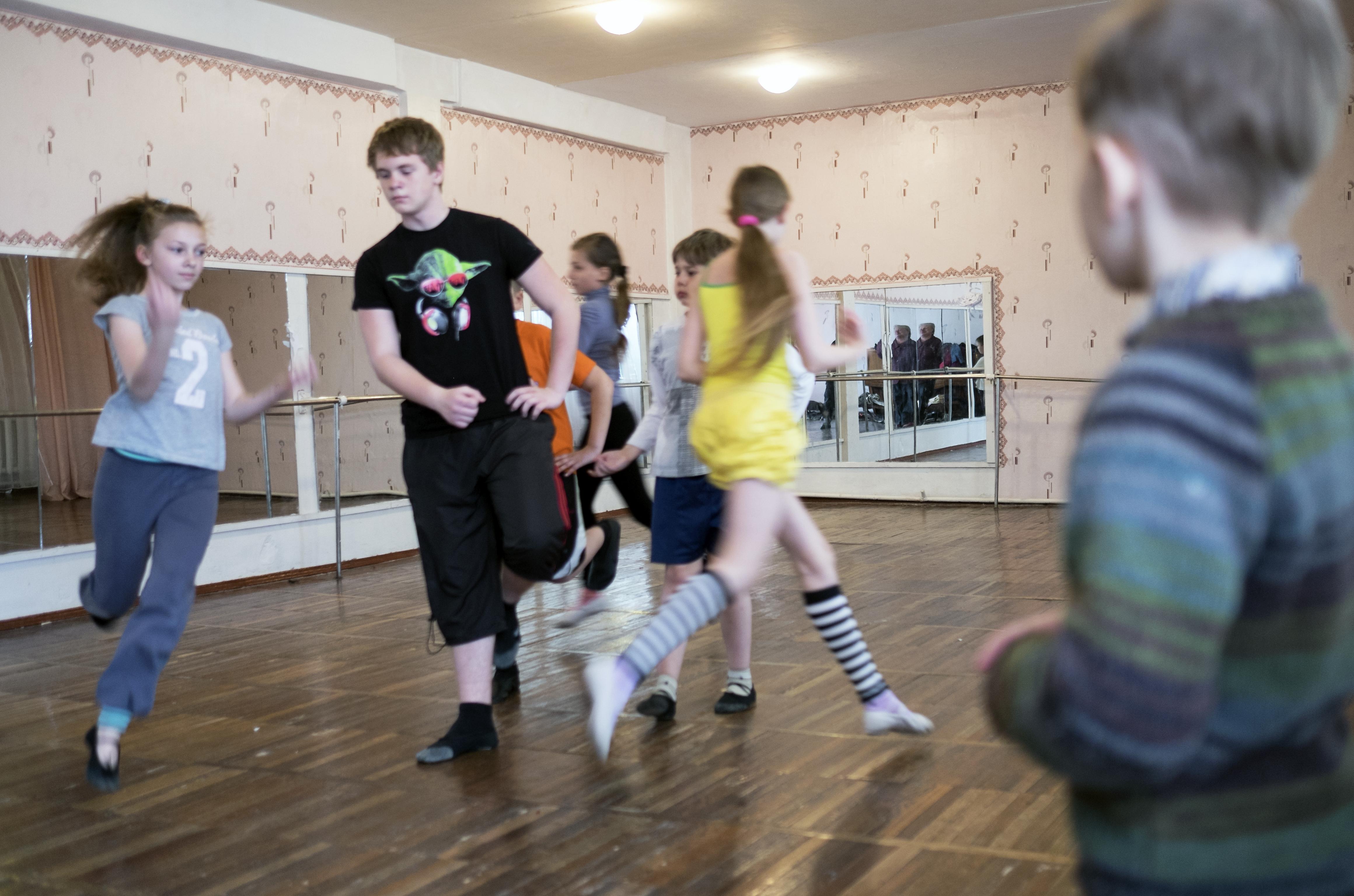 Zajęcia z baletu w jednej z donieckich szkół, kwiecień 2015/fot. Michał Zieliński