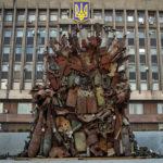 Tron wystawiony przed siedzibą regionalnych władz w Zaporożu/fot. Kateryna Klochko