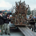 Moment przywiezienia tronu z frontu do Zaporoża /fot. Kateryna Klochko