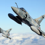 """Mirage 2000 z eskadry """"Bocianów"""" czyli EC 1/2 operowały nad krajami bałtyckimi w ramach rotacji 42. Widać interesującą asymetryczną konfigurację rakiet powietrze - powietrze MICA."""