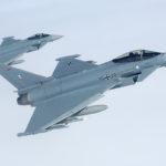 Para niemieckich Eurofighterów ze Skrzydła Taktycznego 71 noszącego nazwę wyróżniającą Richthofen. Zwraca uwagę kombinacja rakiet AMRAAM oraz IRIS-T.
