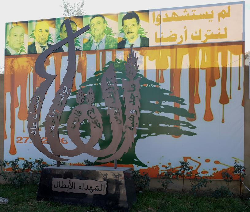 Pomnik upamiętniający tragedię w Al-Qaa, stojący nieopodal kościoła pod wezwaniem świętego Eliasza/fot. Paweł Krawczyk