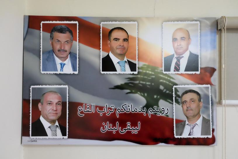 Plakat ze zdjęciem wszystkich śmiertelnych ofiar zamachów z Al-Qaa/fot. Paweł Krawczyk
