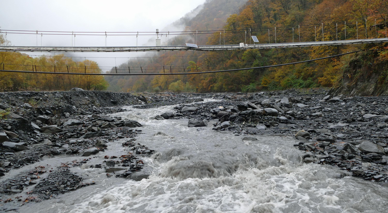 Stacja pomiarowa w niższym biegu rzeki - element systemu ostrzegawczego/fot. Marcin Ogdowski