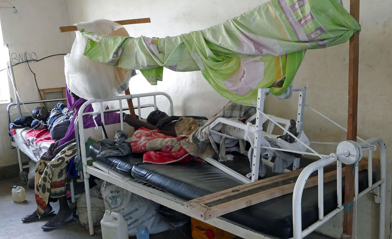 Pacjent oddziału ortopedycznego, do leczenia którego użyto jednego z urządzeń zaprojektowanych i wykonanych przez członków Zespołu Ratunkowego PCPM/fot. Marcin Ogdowski